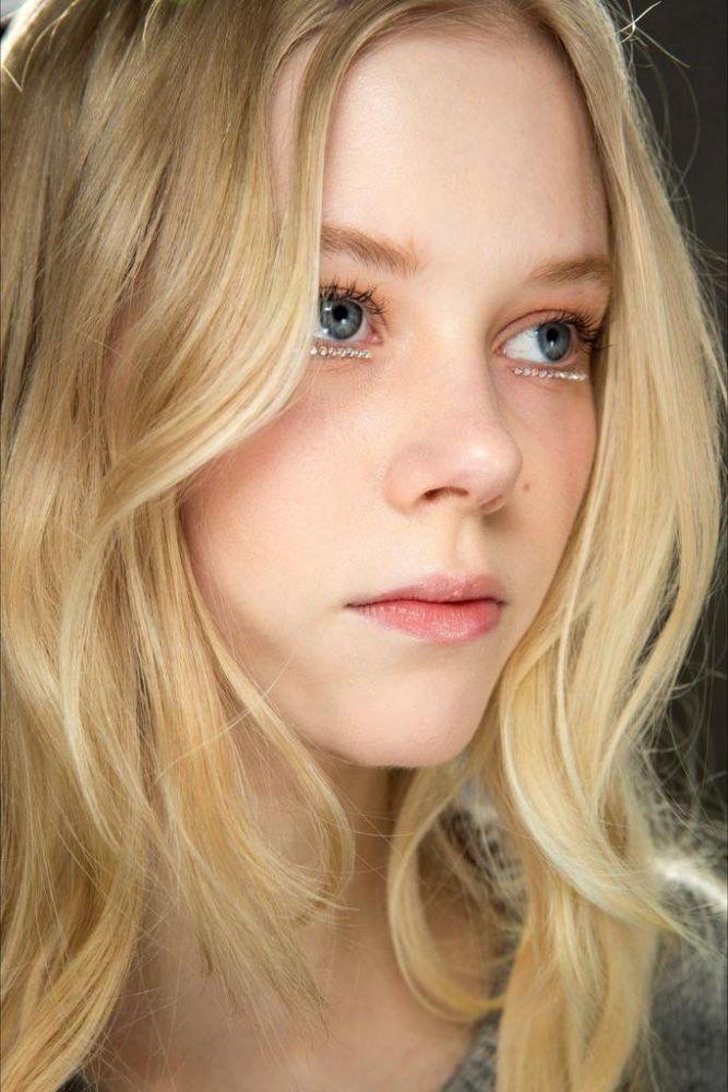 Blonde teen tube. Photo #1